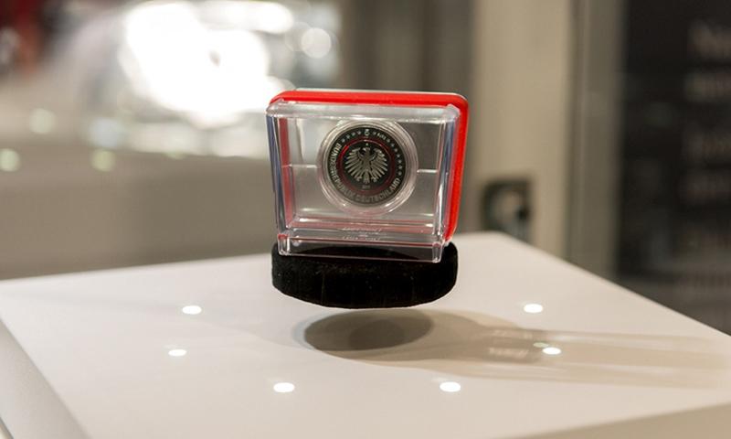Sparkasse Gibt Die Neue 5 Euro Münze Aus Farbige Ringe Für Fünf