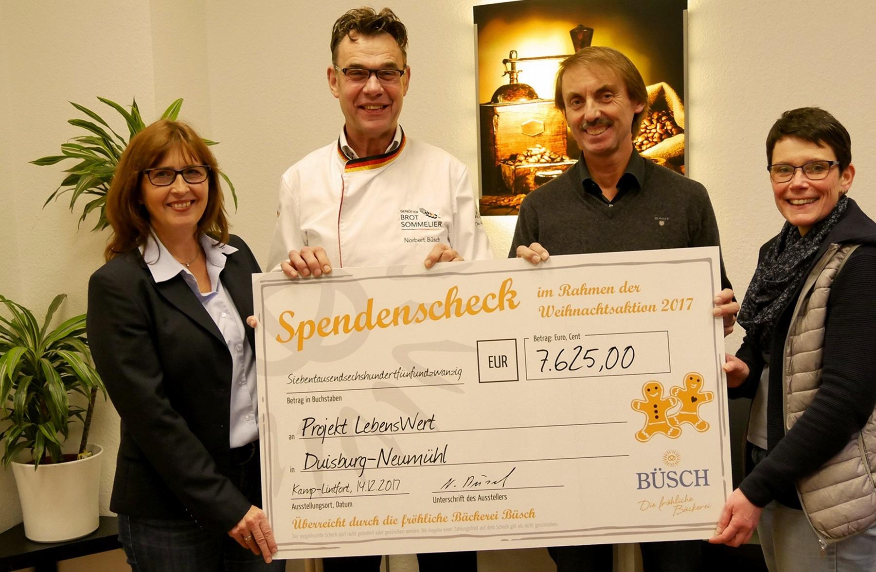 24.875 verkaufte Büsch-Adventskalender: Spende auch für Pater Tobias ...